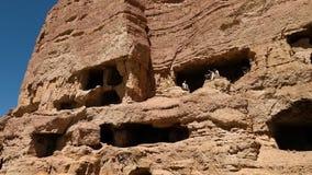 Utforskare, besökare och turisten observerar och pekar insidan av forntida fördärvar platsen Fasad av platsen lager videofilmer