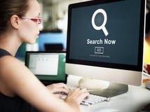 Utforskning för sökandet upptäcker nu sökande finna begrepp royaltyfri fotografi