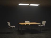 Utfrågningsrum med stolar och tabellen Fotografering för Bildbyråer