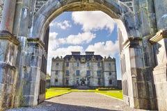 Utfärda utegångsförbud för till det Portumna slottet Arkivbild