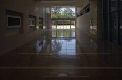 Utgång från den offentliga byggnaden Arkivfoton