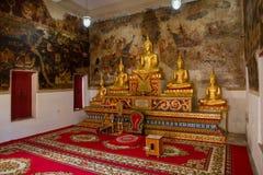 Uthai Thani, Tailândia - dezembro, 17, 2016: Buda dourada em Wa Imagem de Stock Royalty Free