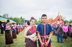Uthaithanee, Tailandia - 30 DE MAYO DE 2019: La gente viste para arriba los caracteres en la novela que caminan en el desfile del fotos de archivo libres de regalías