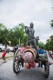 Uthaithanee, Tailandia - 30 DE MAYO DE 2019: La gente viste para arriba los caracteres en la novela que caminan en el desfile fav foto de archivo libre de regalías