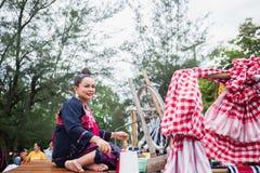 Uthaithanee, Tailandia - 30 DE MAYO DE 2019: La gente viste para arriba los caracteres en la novela que caminan en el desfile fav imagen de archivo libre de regalías