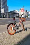 Uthyrnings- cykel på Potsdamer Platz i Berlin Royaltyfria Foton