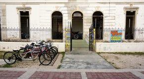 Uthyrnings- lager för cykel på Paseoen Montejo i Merida Mexico royaltyfri foto