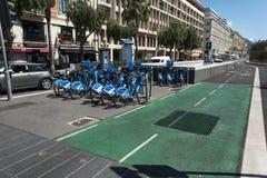 Uthyrnings- promenad du Paillon Nice för cykel Royaltyfria Bilder