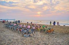 Uthyrnings- punkt för cirkulering på den Chaung Tha stranden, Myanmar royaltyfria foton