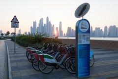 Uthyrnings- system för cykel i Dubai Royaltyfria Bilder