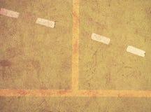 Utilisé tapis velu rouge vert sur le terrain de jeu extérieur de hanball Secteur pulsant photo libre de droits