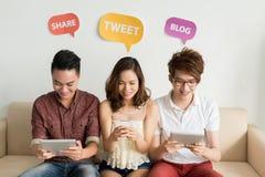 Utilisant le media social
