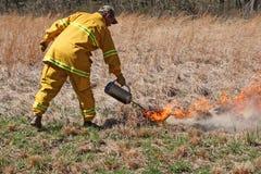 Utilisant un bac de brûlure Image libre de droits