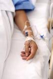 Utilisant une seringue avec le patient Images stock