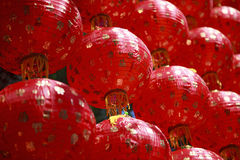Utilisation chinoise rouge de style de lanterne de tradition comme au sujet de backgrou de porcelaine Images stock