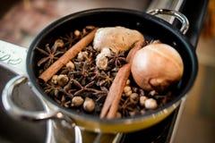 Utilisation d'épices de Pho pour la recette de Pho de Vietnamien Images stock