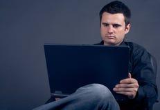 utilisation d'homme d'ordinateur portatif d'affaires Photo libre de droits