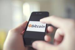 Utilisation de vente au détail de Bitcoin Photo libre de droits