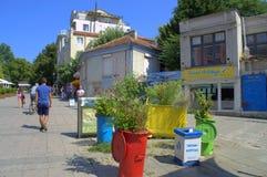 Utilisation environnementale de poubelles de rue Photographie stock libre de droits