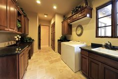 utilitaire spacieux à la maison de pièce de blanchisserie Photo libre de droits