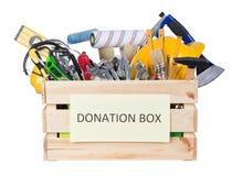 Utiliza ferramentas a caixa das doações isolada no fundo branco fotos de stock royalty free