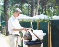 Utilización y reciclaje separados de la basura de la basura Foto de archivo