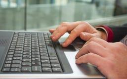 Utilizador de la computadora portátil Fotografía de archivo