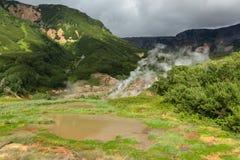 Utinoye Dack Lake i dalen av Geysers Royaltyfri Fotografi