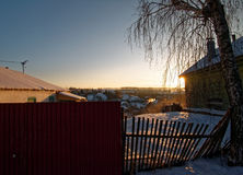 Utkant av lilla staden i vinter Arkivbilder