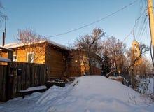 Utkant av lilla staden i vinter Arkivbild