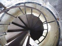 Utkiktorn Ded ovanför berounstad i Tjeckien med en rund trappuppgång royaltyfria foton