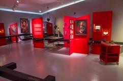 Utläggningkorridor i Volkskunstmuseum, Innsbruck, Österrike royaltyfri foto