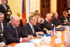 utländska huvud för angelägenheter som möter departement royaltyfri foto