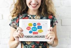 Utländska språk för kommunikation som hälsar världsomspännande begrepp arkivfoton