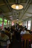 Utlänningen för japanskt folk och handelsresandeturnerar på Sagano sceniska Rai Royaltyfri Bild