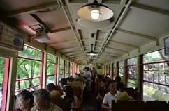 Utlänningen för japanskt folk och handelsresandeturnerar på Sagano sceniska Rai Arkivbilder