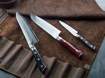 Utmärkt uppsättning av japanska knivar för kock` s från Damascus stål arkivfoto
