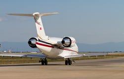 Utmanare 605 som för Bombardier CL-600-2B16 Taxiing Arkivbild