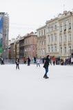 Utomhus- is-åka skridskor i Lviv Arkivbilder