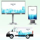 Utomhus- advertizing för mall eller företags identitet på bilen, affischtavlan och citylighten Arkivfoto