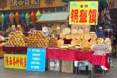 Utomhus- bageri på marknaden i Xian, Kina arkivfoto