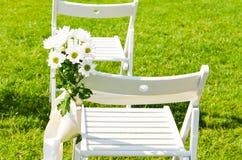 utomhus- bröllop för garneringblomma arkivbild
