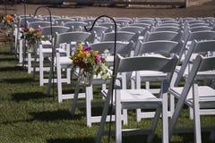 Utomhus- bröllopstolar Royaltyfri Bild