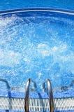 Utomhus- bubbelpool på hotellet Royaltyfria Foton