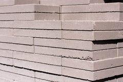Utomhus- byggnadsmaterial: staplat konkret murverk Fotografering för Bildbyråer