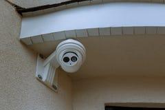 Utomhus- CCTV-övervakning, säkerhetskameror royaltyfria bilder