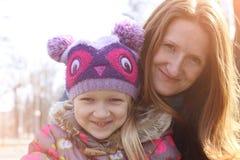utomhus- dottermoder Royaltyfri Fotografi