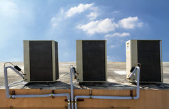 Utomhus- enhet av luftkonditioneringsapparaten Royaltyfria Bilder