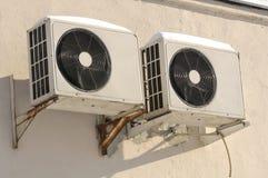 utomhus- enheter för luftkonditioneringsapparat Arkivbild
