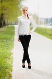 Utomhus- härlig flicka Royaltyfria Bilder